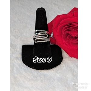 Ring Size 9 - Costume jewelry NOWT